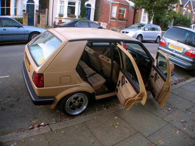 peindre une voiture a la bombe montana voitures. Black Bedroom Furniture Sets. Home Design Ideas