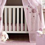 Peinture pour lit bébé