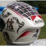 Peinture sur casque moto